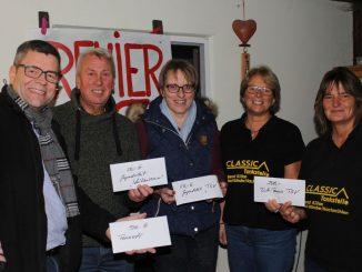 v.l. Markus Grabarits, Günther Hönes, Heide Rathing, Annette Thaler, Ina Mogalle-Tschöpe: 700 Euro wechseln die Besitzer.